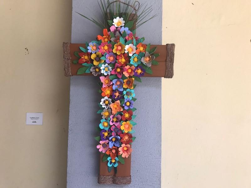 Celebran el Día de la Santa Cruz con exposición