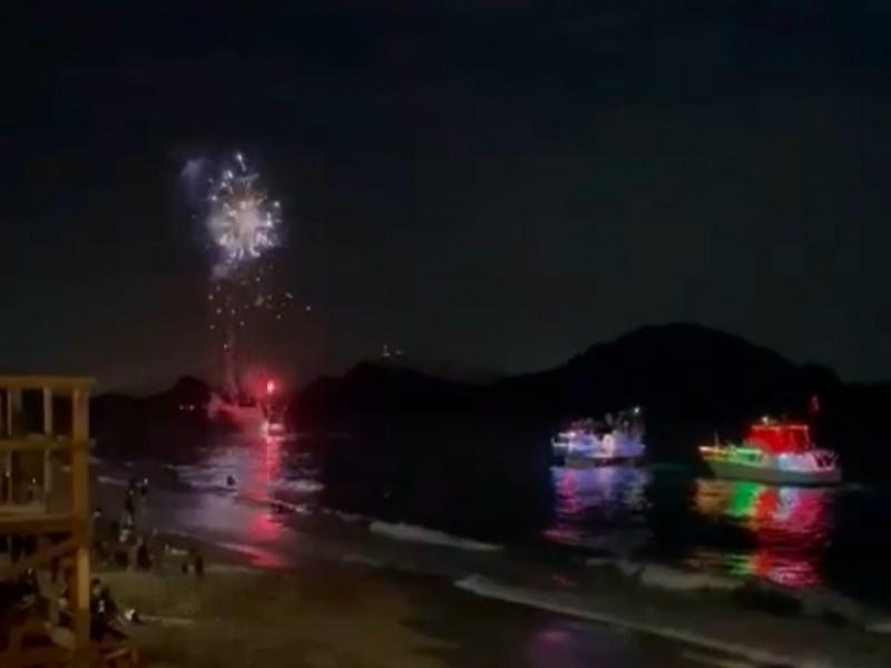 Celebran fiestas patrias con desfile de yates