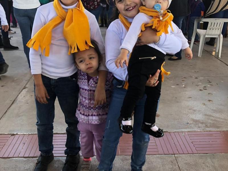 Celebran pequeños en festival Navideño