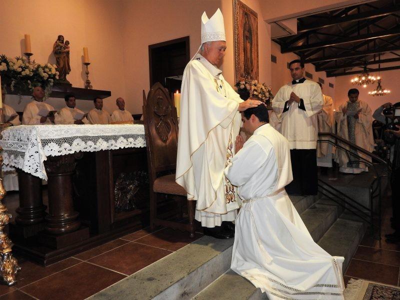 Celebrará Arzobispo 39 años de ordenación