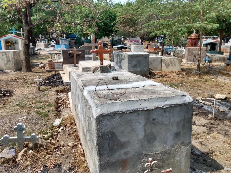 Cementerios saturados, comienzan a edificar tumbas hacía arriba