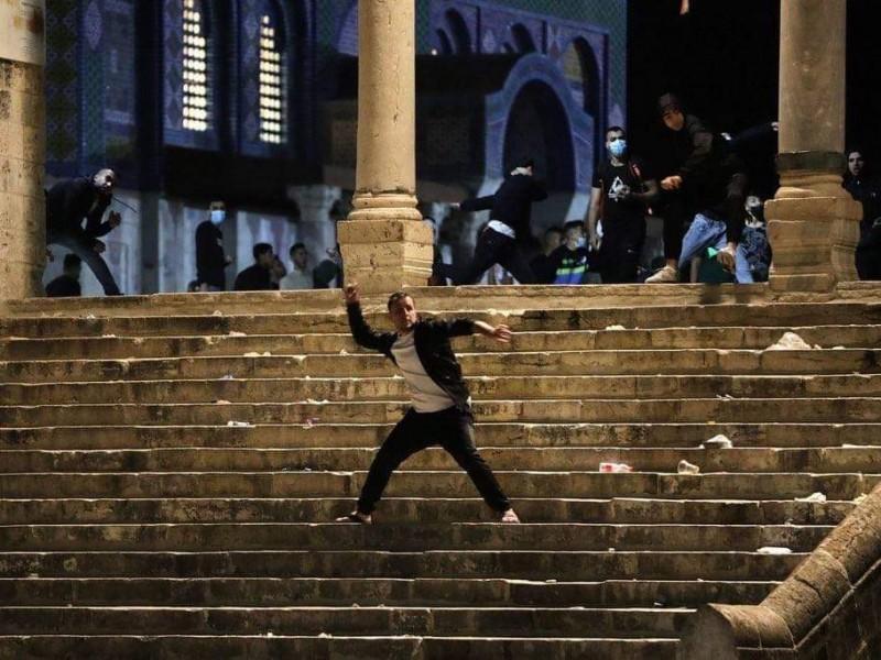 Centenas de heridos tras asalto a mezquita por militares israelíes