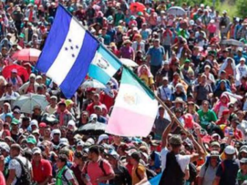 Centroamericanos organizan nueva caravana migrante