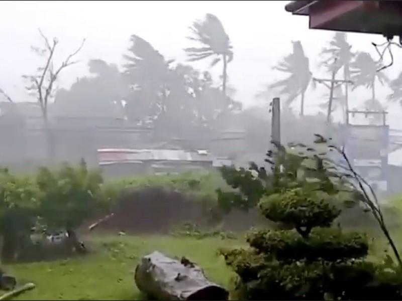 """Súper tifón """"Goni"""" azota el este de Filipinas"""