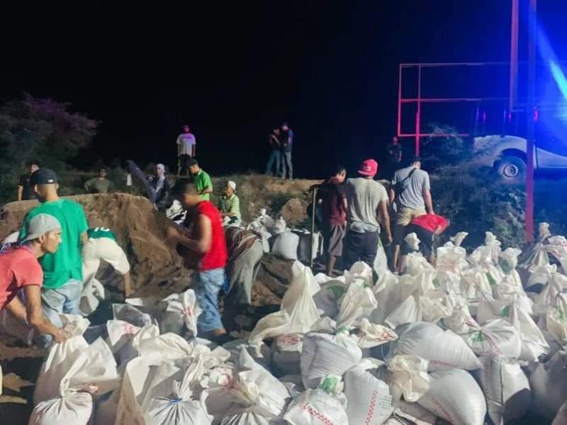 Cercan bordo en Tecuala para evitar inundaciones por Huracán Pamela