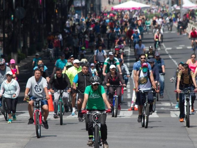 """Cerradas diversas avenidas por paseo """"Muévete en Bici"""