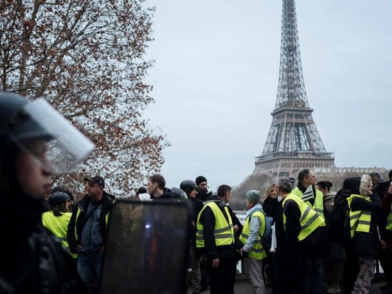 """""""Chalecos amarillos"""" mantienen protestas contra el presidente francés"""