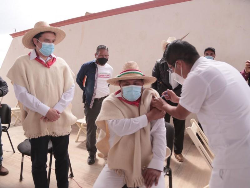 Chanal y Tenejapa se vacunan contra COVID-19