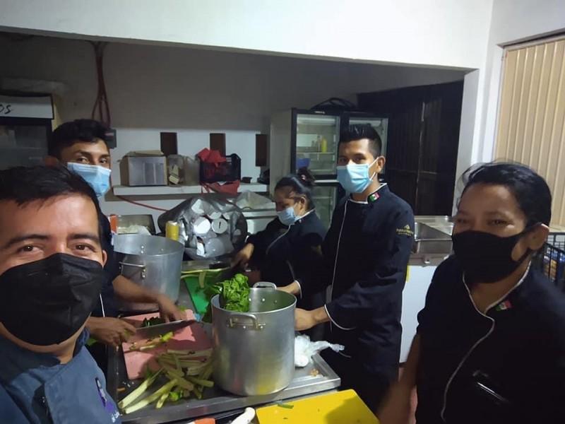 Chef ofrece alimento a médicos que luchan contra el Covid-19