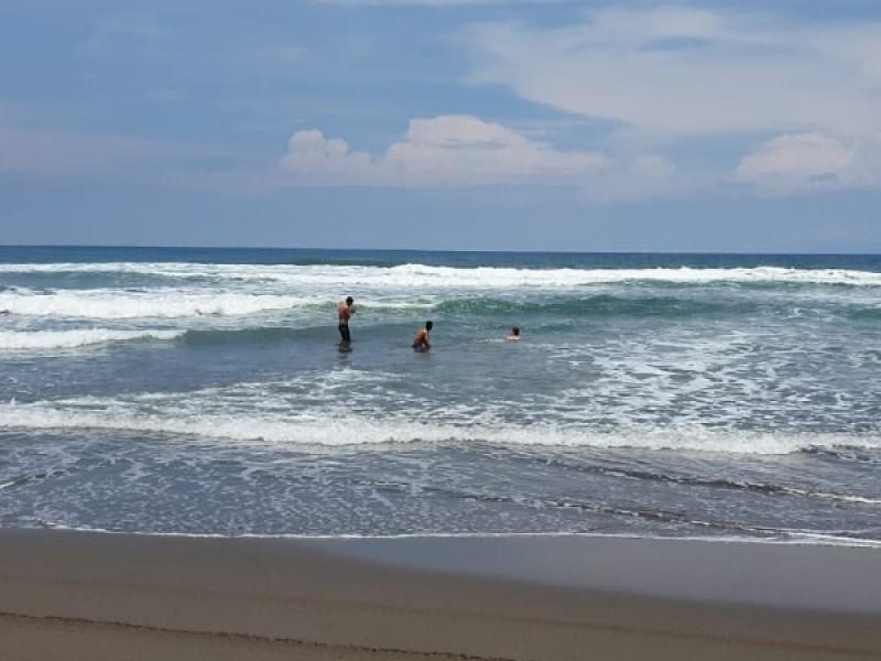 Chiapanecos vuelven a las playas sin medidas preventivas