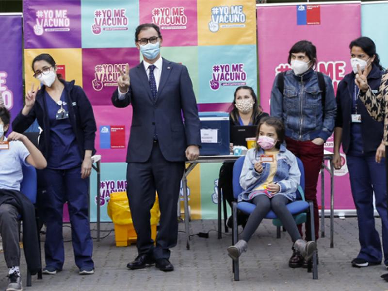 Chile inicia inmunización anti Covid-19 en menores, de 6-11 años