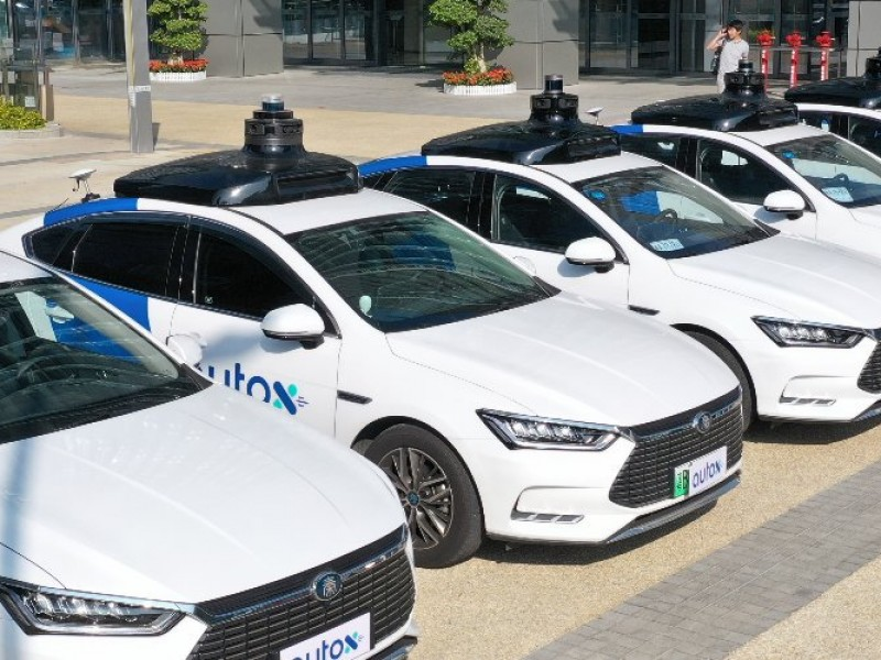 China estrena los primeros taxis totalmente robóticos