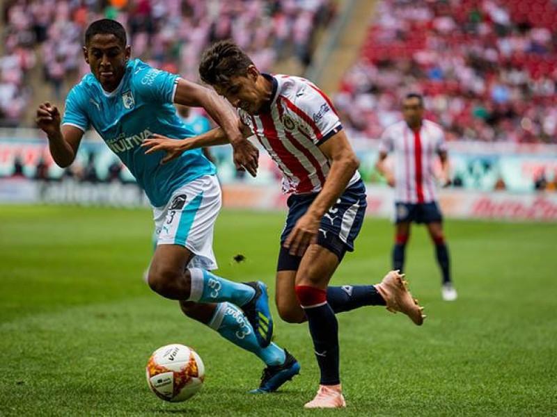 Chivas deja ir dos puntos frente a Querétaro