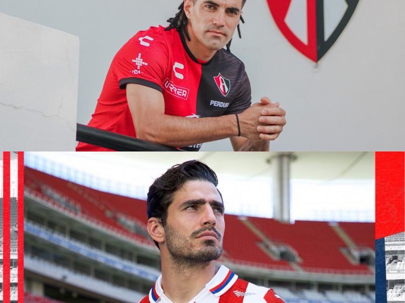 Chivas y Atlas presentan nuevas playeras