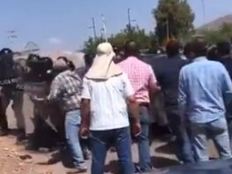 Chocan agricultores y Guardia Nacional en presa de Chihuahua