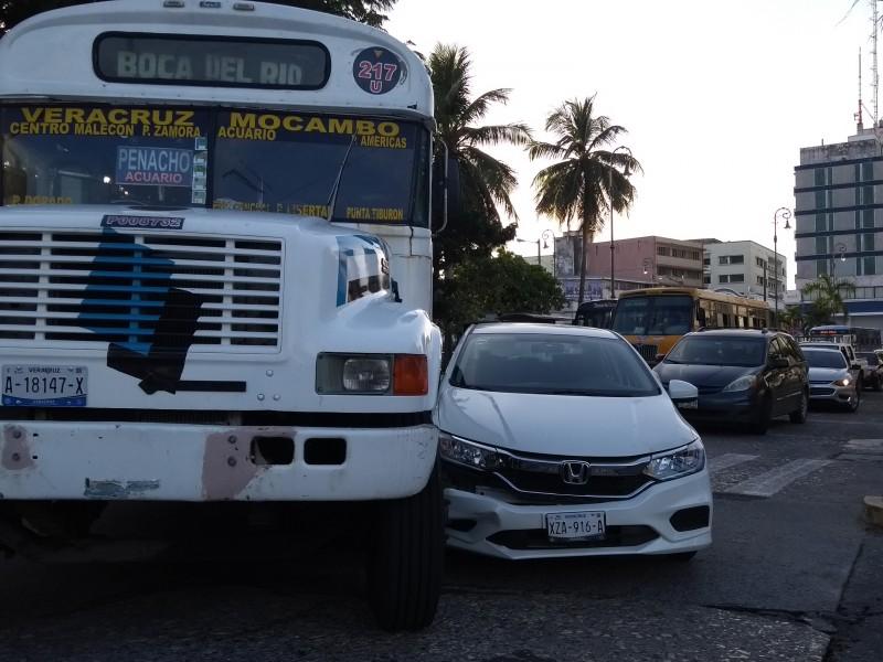 Choque causa tráfico en avenida General Prim