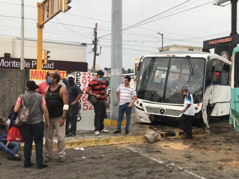 Choque entre camiones deja 30 lesionados en Veracruz
