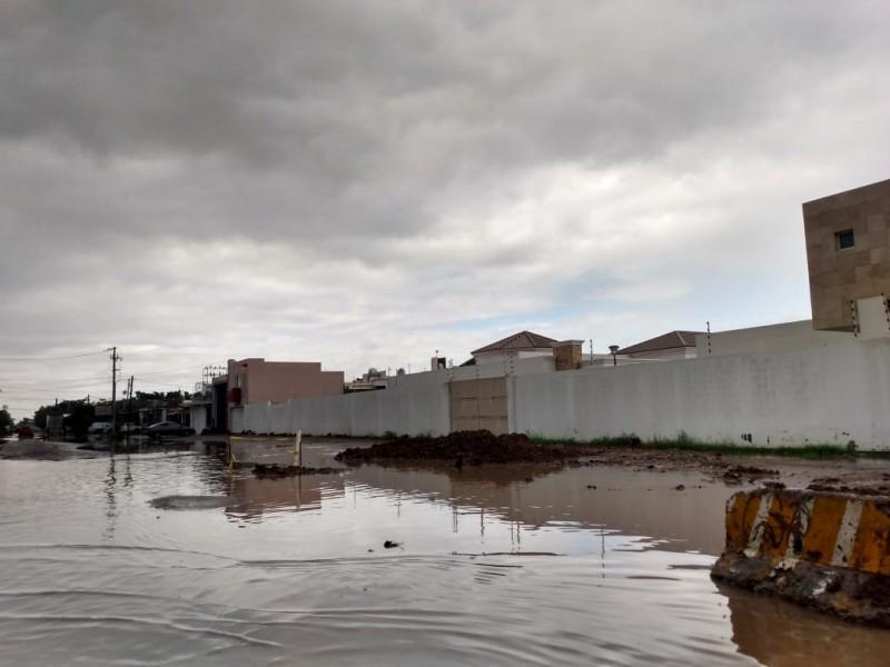 Chubascos provocan inundación en la colonia deportiva