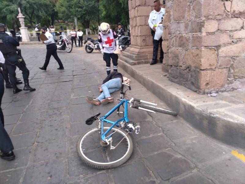 Ciclista muere tras estrellarse en el Acueducto de Zacatecas