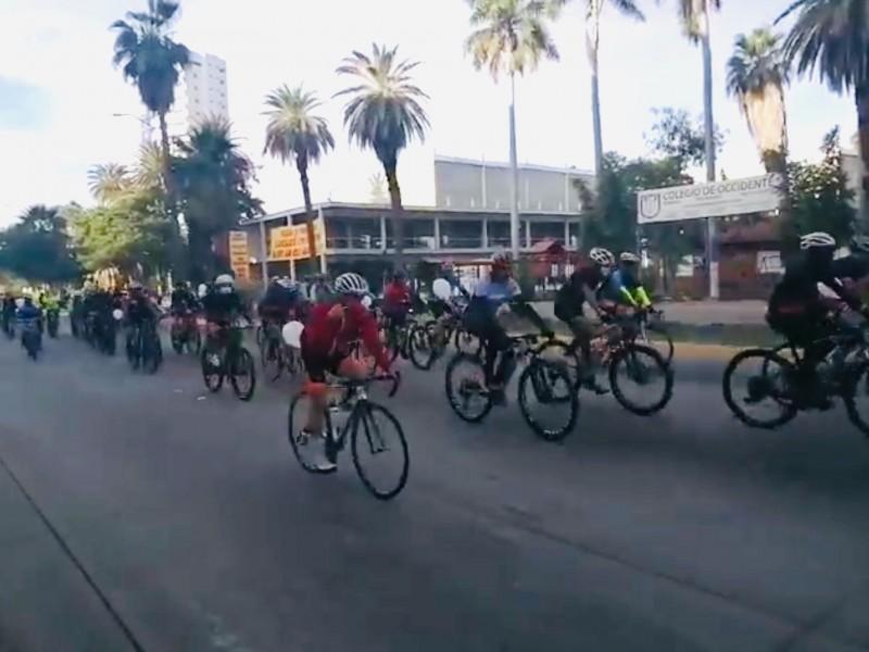 Ciclistas ruedan por justicia para Julio César
