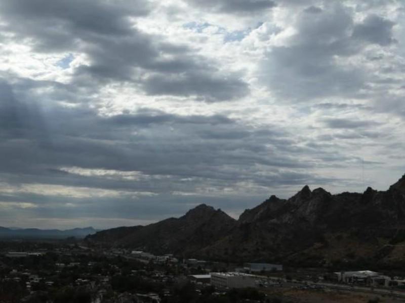 Cielo parcialmente nublado con probables lluvias vespertinas en Sonora