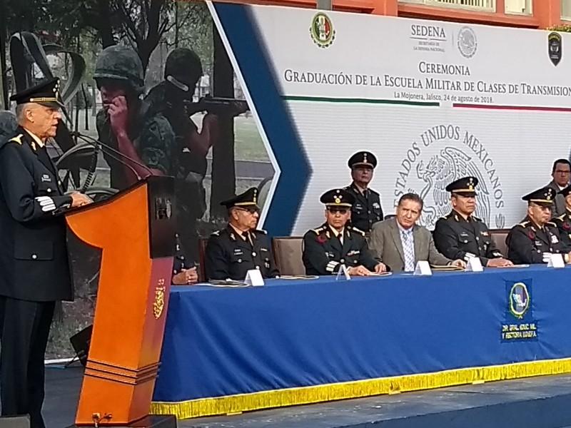 Cienfuegos encabeza graduación en Colegio del Aire
