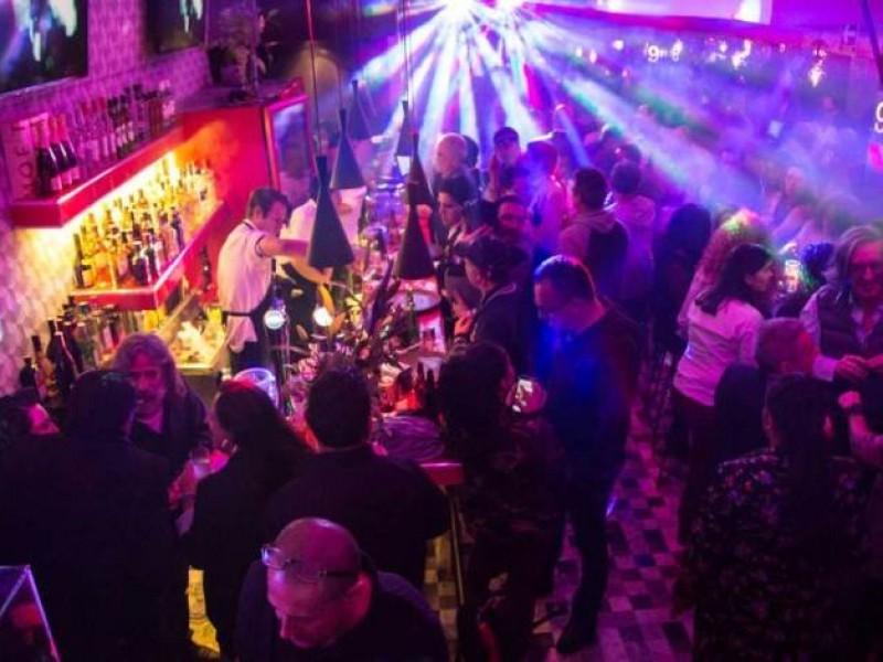Cierran centros nocturnos y bares en Salina Cruz por Covid-19