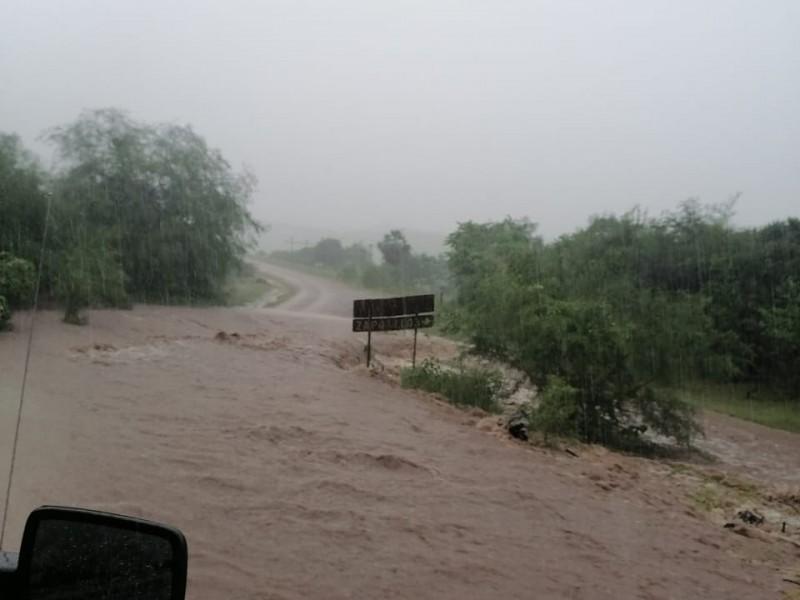 Cierran paso en Huajicori por creciente de río; advierte SSyPC