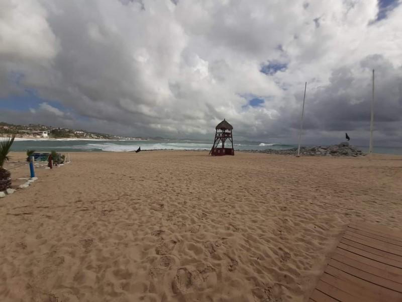 Cierran playas y puertos por oleaje elevado