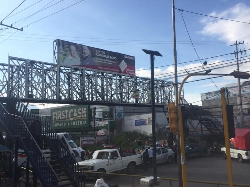 Cierran pobladores de Chachapa, carretera federal Puebla-Tehuacán