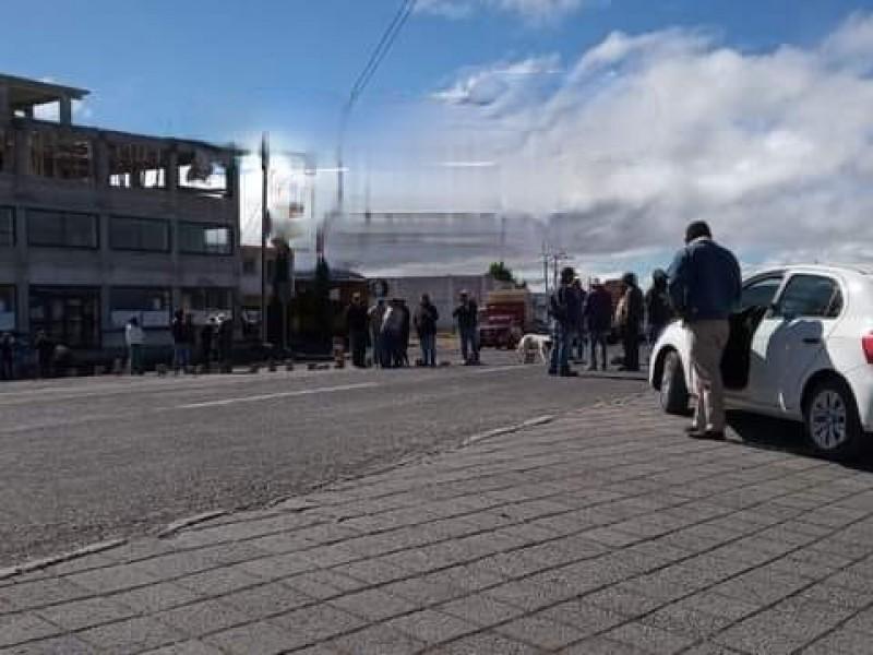 Cierran pobladores de Cuyoaco carretera por falta de agua