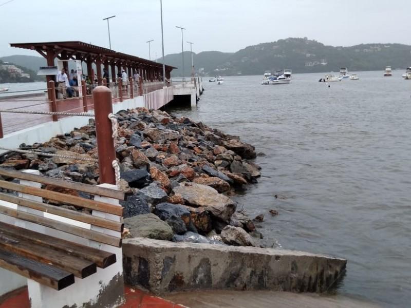 Cierran puerto a la navegación en Zihuatanejo por Depresión Diecisiete-E