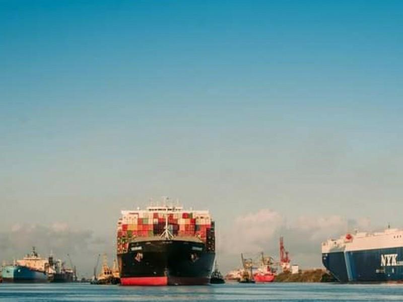 Cierran Puerto de Lázaro Cárdenas por paso de Linda