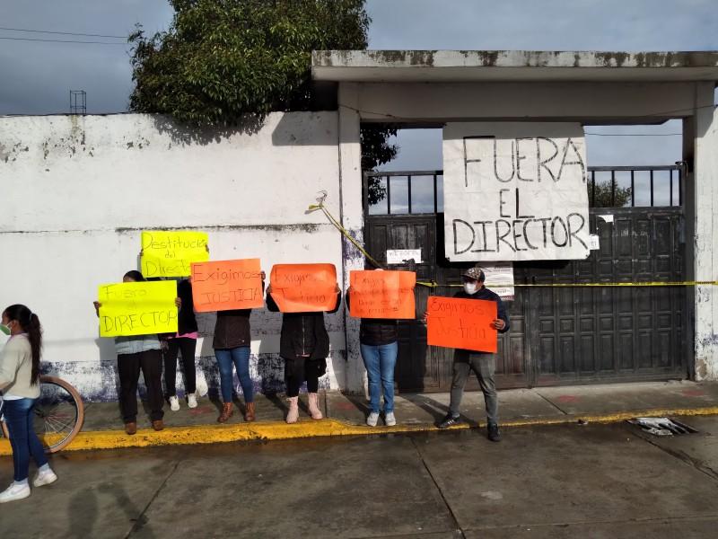 Cierre de escuela en San Andrés Cuexcontitlán.