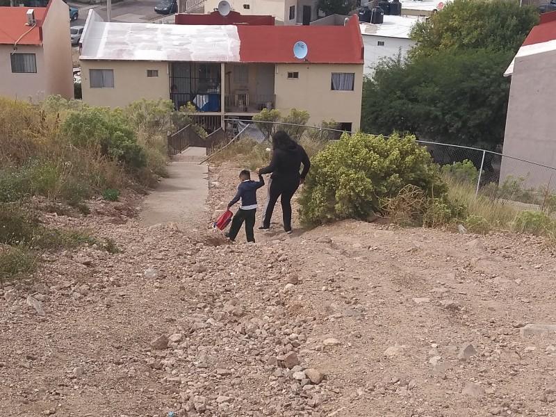 Cinco años solicitando apoyo para construcción de escalinata