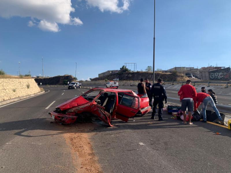 Cinco lesionados en brutal accidente