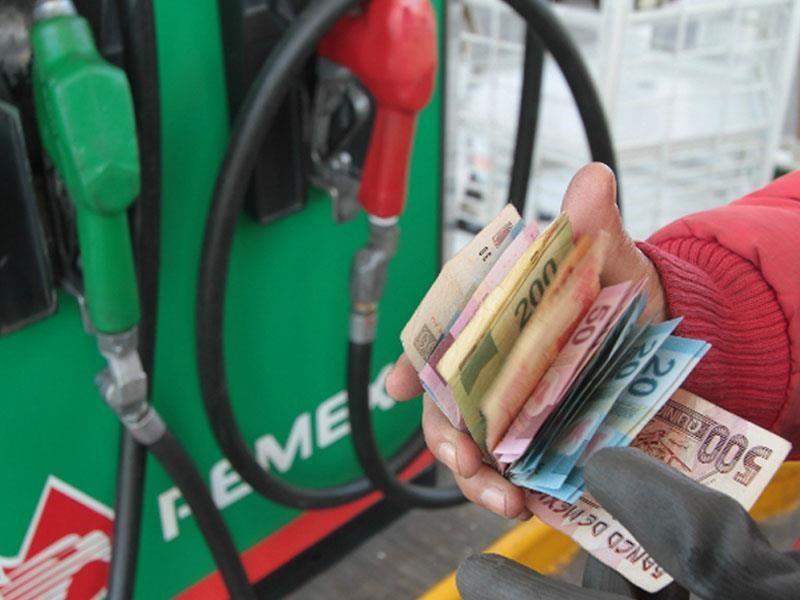 Ciudadanía exige litros completos de gasolina