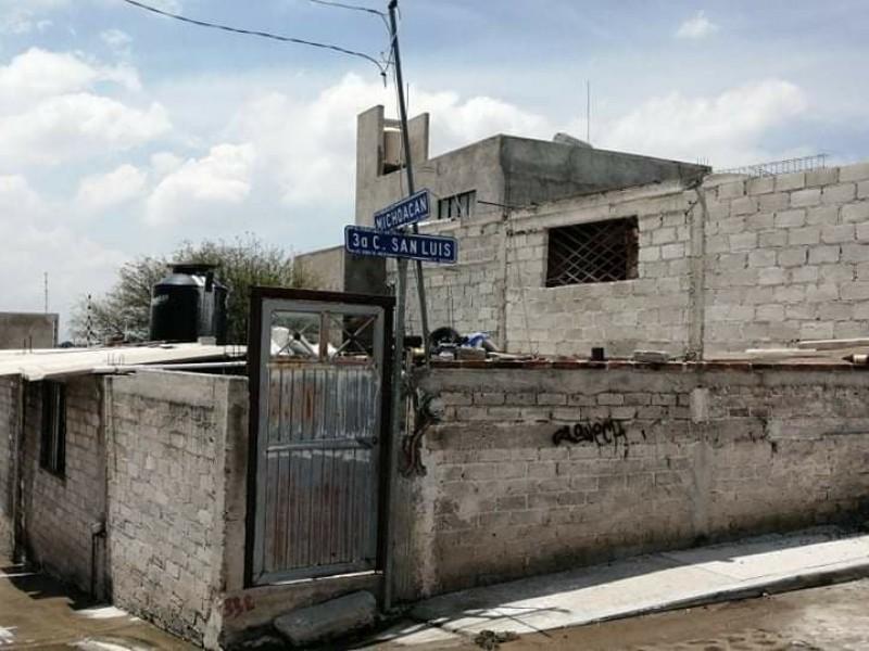 Ciudadanos denuncian fugas de agua potable