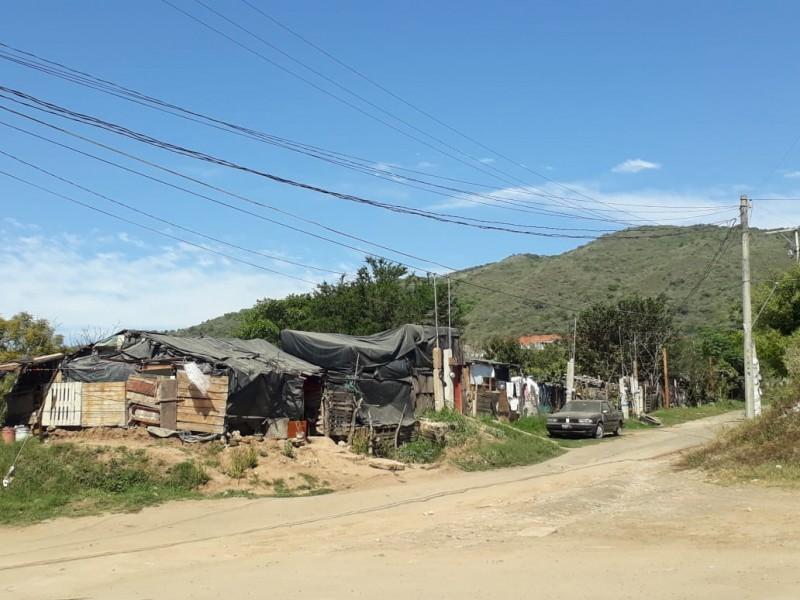 Ciudadanos marginados construyen asentamiento provisional en La Cantera