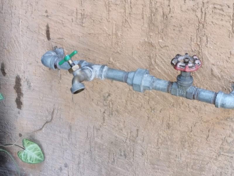 Ciudadanos reclaman falta de agua