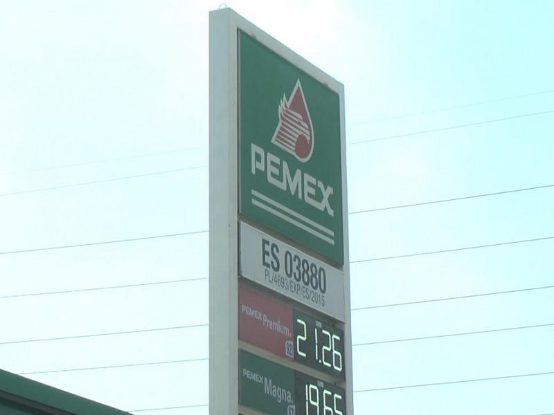 Ciudadanos reportan incremento en las gasolineras