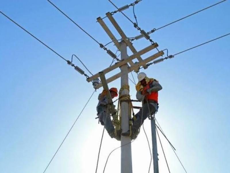 Ciudadanos resienten falta de mantenimiento a líneas de CFE
