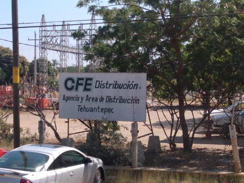 Ciudadanos se inconforman ante actuar de CFE por constantes apagones