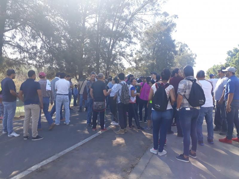 Ciudadanos se unen a limpieza del río Mololoa