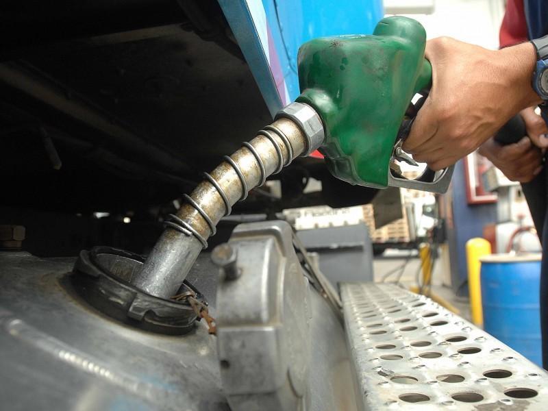 Ciudadanos sufren altos costos de combustibles y tarifas eléctricas