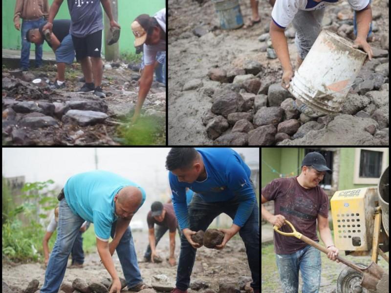Ciudadanos toman iniciativa; cubren baches en colonia Luis Echeverría