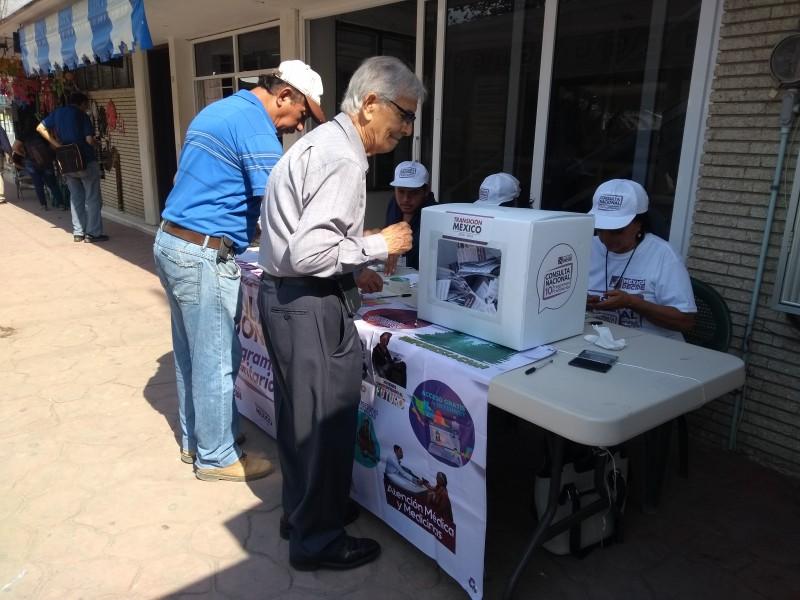Ciudadanos tuxpeños participan en la consulta nacional