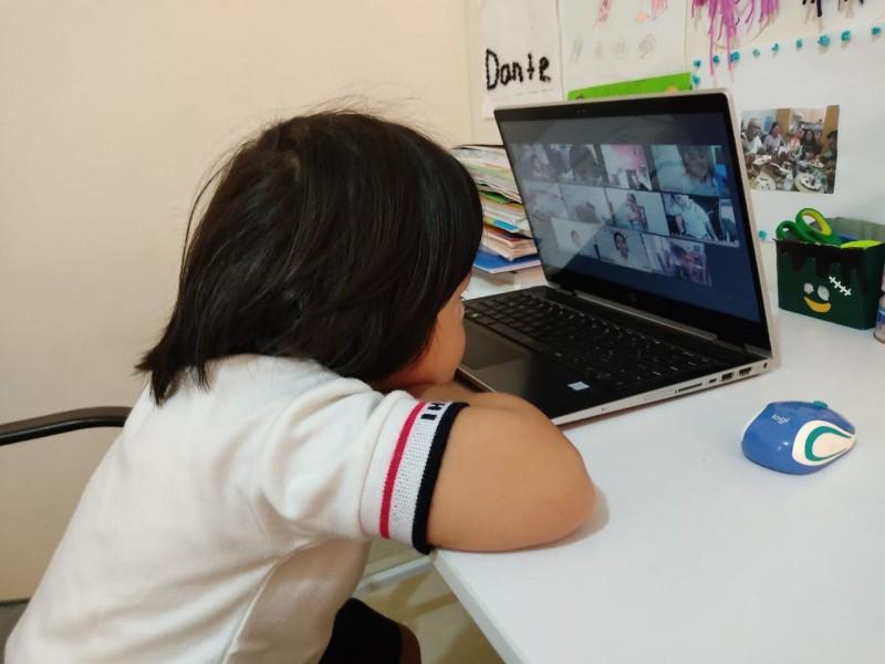Clases virtuales afectan salud de la niñez: experta