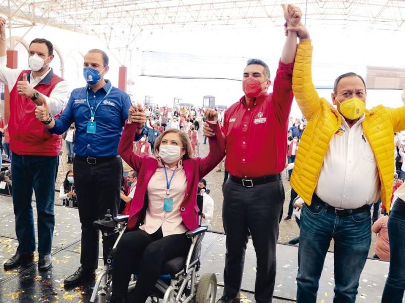 Claudia Anaya y Alejandro Tello son sancionados