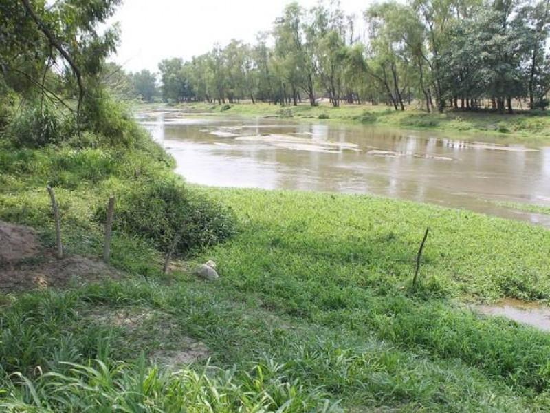 Clausuran autoridades a empresa, por contaminación de arroyo
